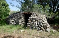 Cabane en pierres sèches du gite le petit Costebelle