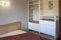 Vue n° 2 de la Chambre avec un lit de160 du gite le petit Costebelle