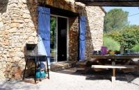 Terrasse ombragée du gite le petit Costebelle