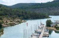 Baignade, voile et pédalo sur le lac d'Esparron de Verdon