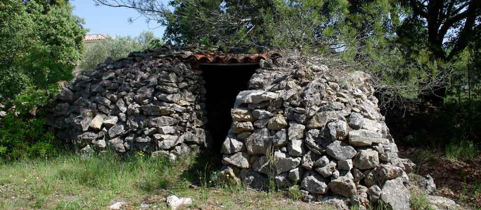 Cabanon en pierre du gite le petit costebelle à Tavernes 83